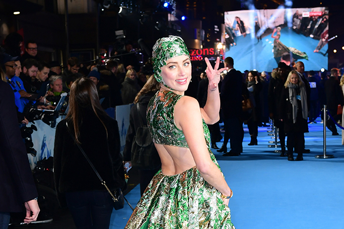 Amber Heard wore a swim cap to a film premiere