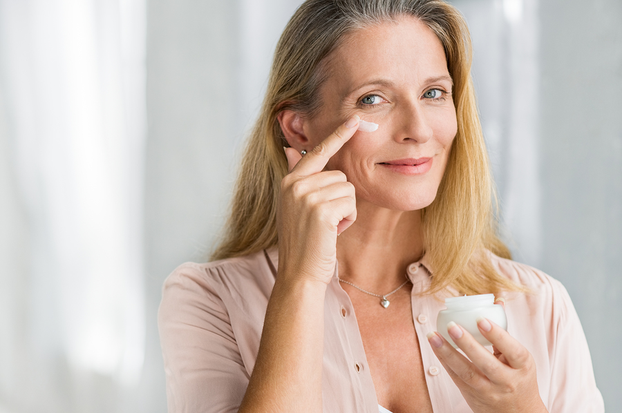 Lady using day moisturizer