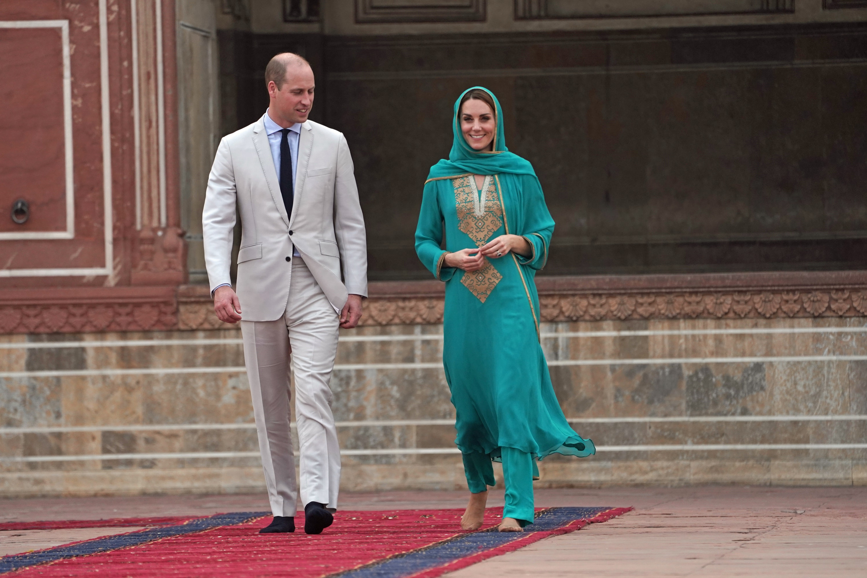 Kate wore green again to visit a mosque in Lahore