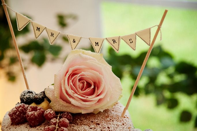 14 Spring Themed Wedding Cakes