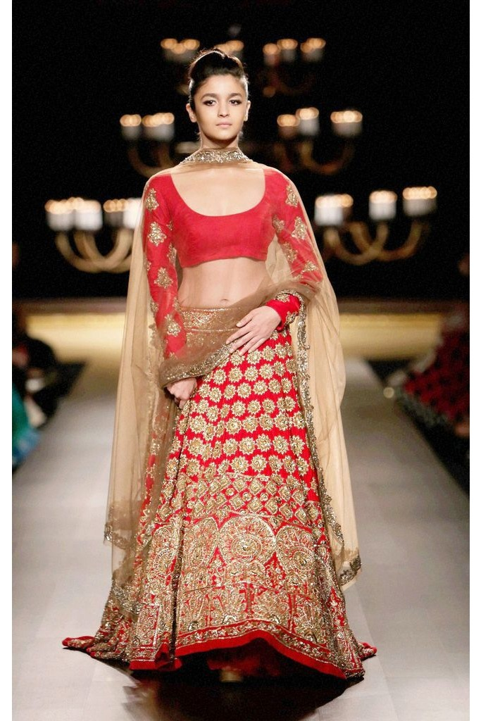 15 Stunning Bridal Dresses Inspired By Bollywood Divas ...