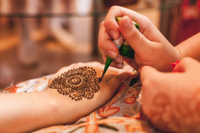 Things To Do In Dubai in June The Henna Sessions at CHI-KA