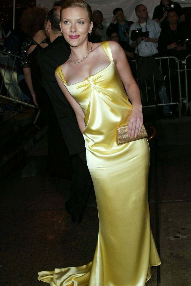 2004 Scarlett Johansson wearing Calvin Klein