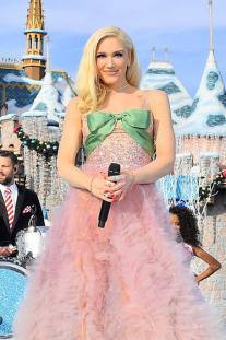 Gwen Stefani Sparkles In Reem Acra Gown