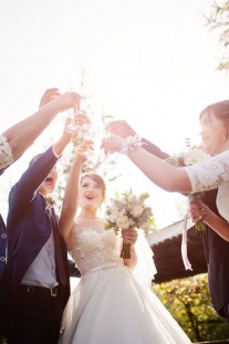 10 Money-Saving Tips for Couples Getting Married – And Their Guests