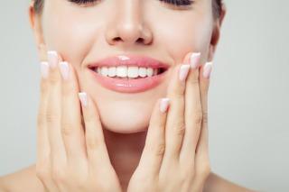 How to wear lip gloss
